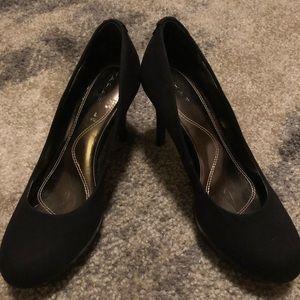 """Tahari """"Sophia"""" black heels 👠"""